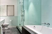 Стеклянные душевые кабины и ограждения, шторки на ванную из стекла - стандартные и индивидуального проектирования на любой вкус