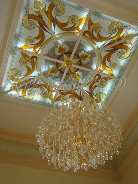 Витраж Тиффани, подвесной потолок с применением витража, частный дом