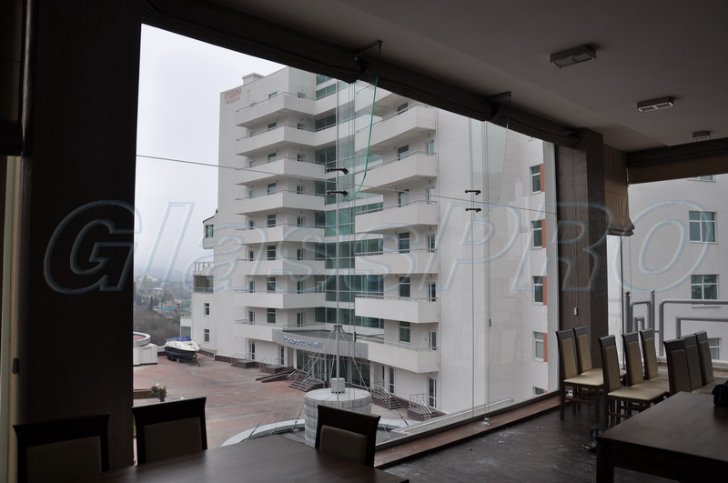 Profile-free mono glazing with glass stiffeners, in an apartment - Crimea