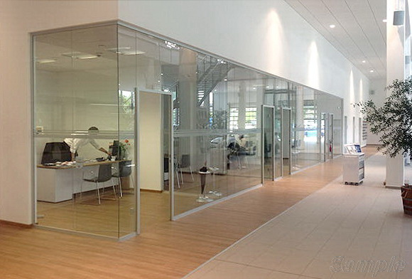 Tempered glass is the best solution for the construction of office partitions