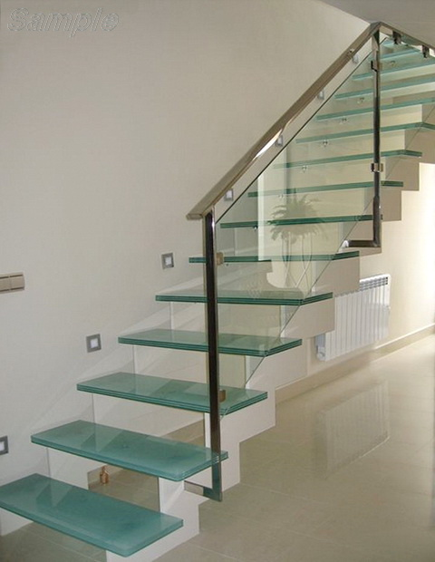 Каленое стекло применяется для изготовления стеклянных ступеней и ограждений лестниц