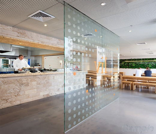 Glass partitions in a restaurant