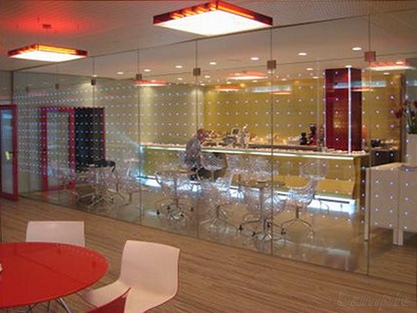 Glass partitions in a cafe