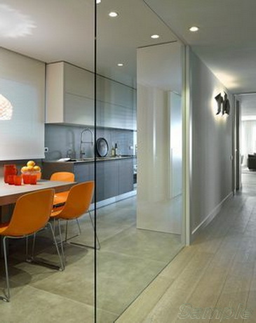Using a glass partition to separate the kitchen and living room