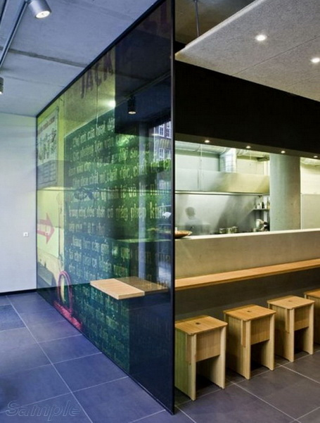 Glass partitions in bar