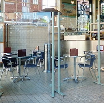 Мобильные стеклянные перегородки в кафе