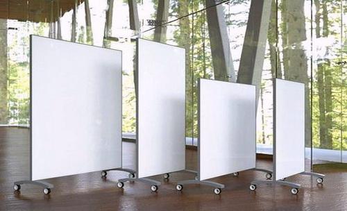 Мобильные стеклянные перегородки могут быть выполнены в разных размерах