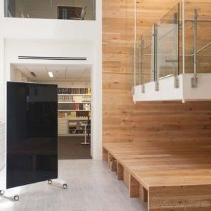 Мобильные стеклянные перегородки в частном доме