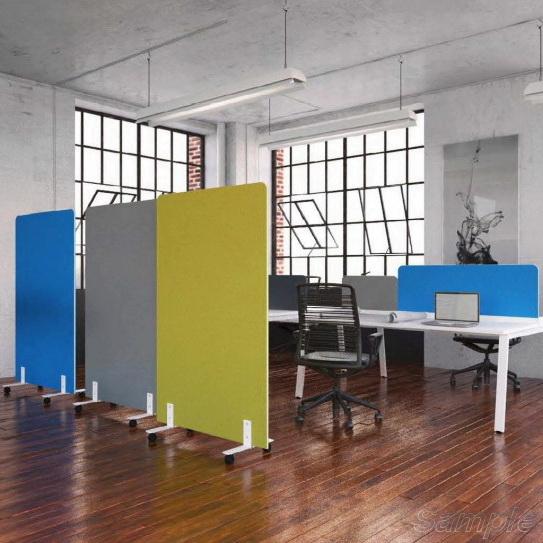 Мобильные стеклянные перегородки в офисном помещении
