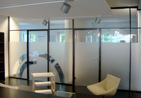 Glass partitions in recreation area
