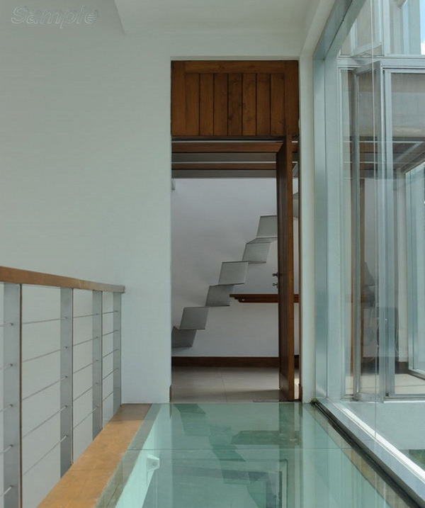 Triplex - glass floor