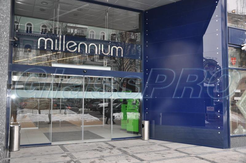 Облицовка фасада здания стеклянными панелями на точечных крепления, бизнес-центр «Millennium» - Киев