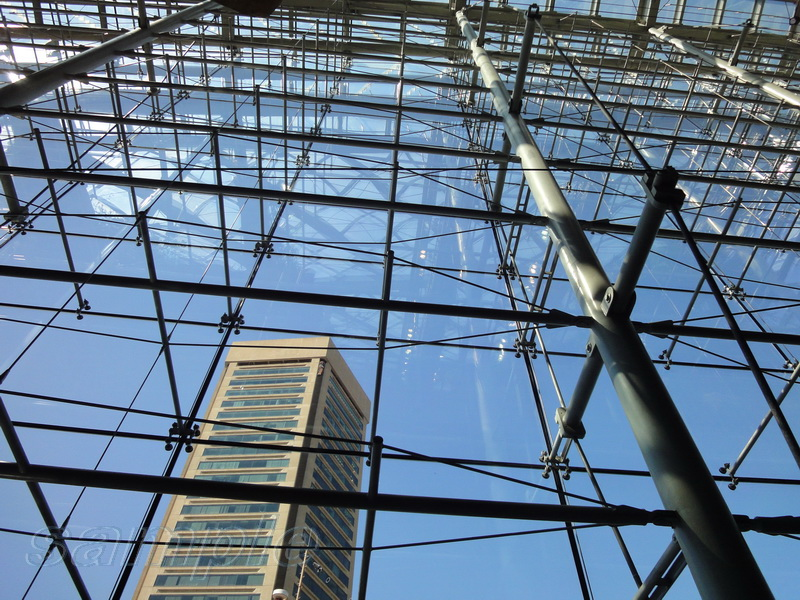 Spider glazing with cable system mounting