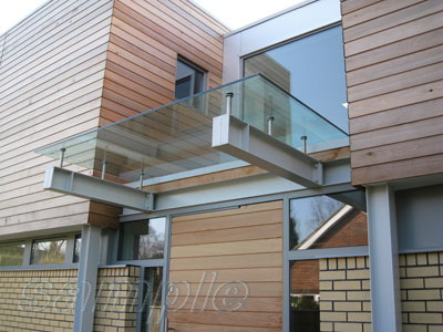 Whole-glass panel canopy on cantilevers