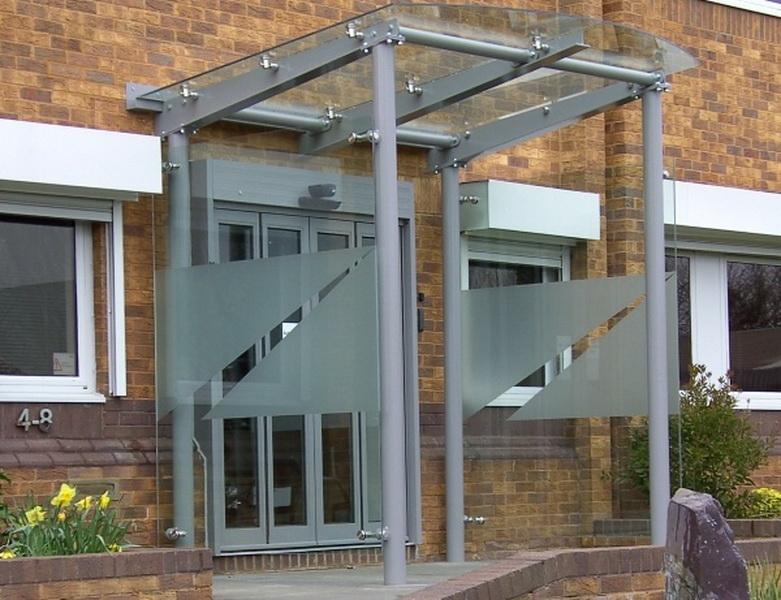 Стеклянный навес - оформление «входной группы» в офисное здание