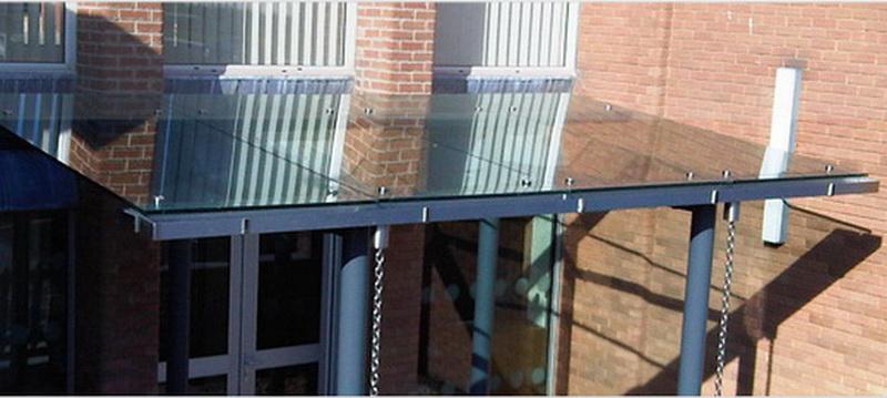 Навес из стекла - оформление «входной группы» в офисное здание