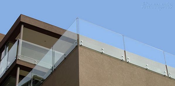 Модель GS-03. Стеклянное ограждение балкона и террасы на точечных креплениях