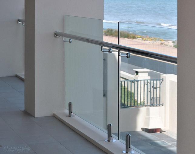 Модель GS-02. Самонесущее стеклянное ограждение балкона, крепление в стойки-держатели