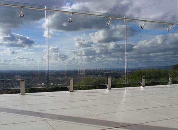 Модель GS-02. Самонесущее стеклянное ограждение смотровой площадки на зажимах