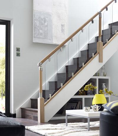 Модель GF-02. Каркасное стеклянное ограждение лестницы на зажимах