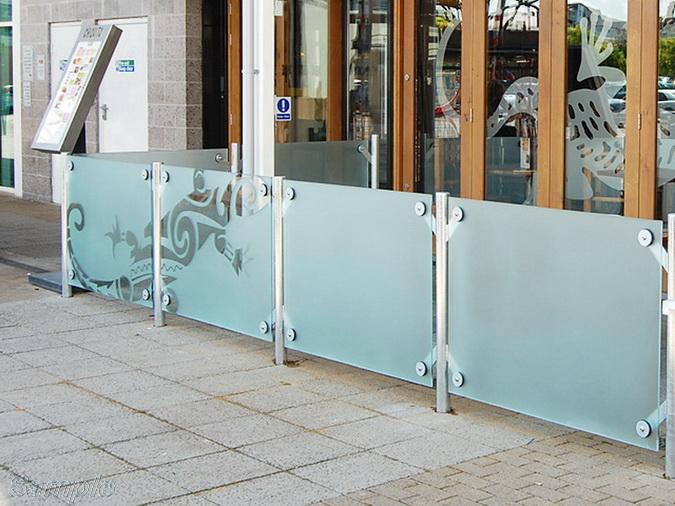 Model GP-03. Glass terrace railing, point mounting