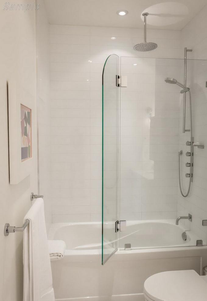 Модель BS-05. Распашная стеклянная шторка на фиксированном элементе