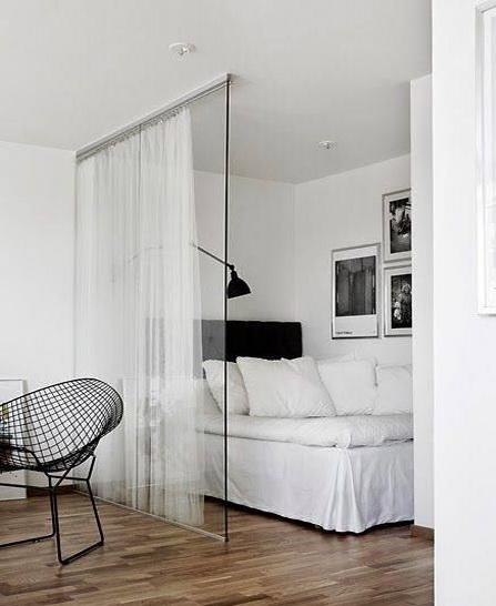 """Стеклянные перегородки - лучшее решение для малогабаритного жилья <br> <span style=""""color: #ffff00;""""> Увеличить!</span>"""