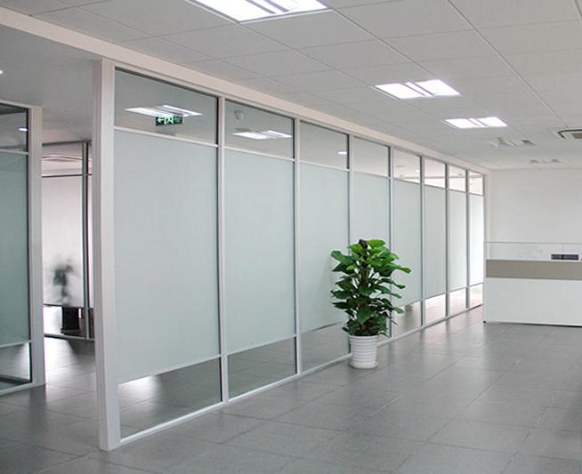 Каркасные стеклянные офисные перегородки
