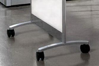 Мобильные стеклянные перегородки на роликовых опорах