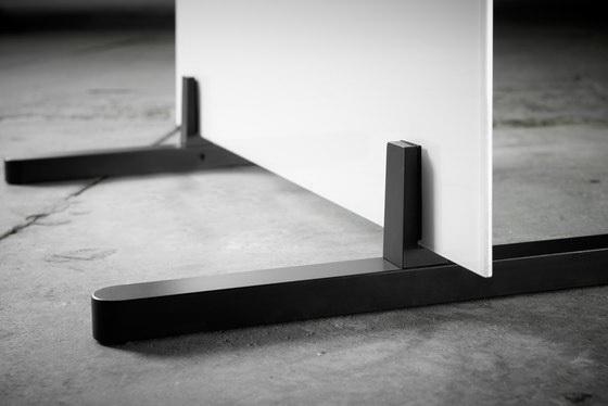 Мобильные стеклянные перегородки на широких опорах - лапах