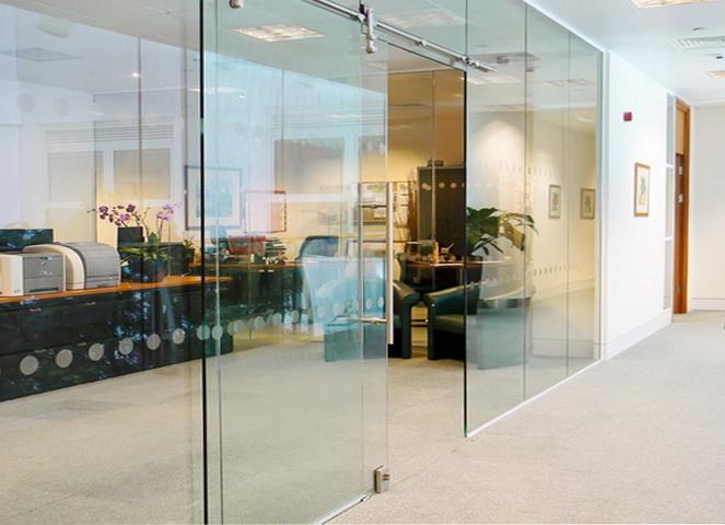 """Стеклянные офисные перегородки с раздвижными дверями - <span style=""""color: #ffff00;""""> Увеличить!</span>"""