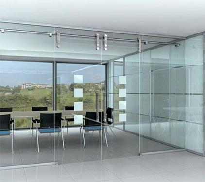 Стеклянные офисные перегородки с раздвижной дверью