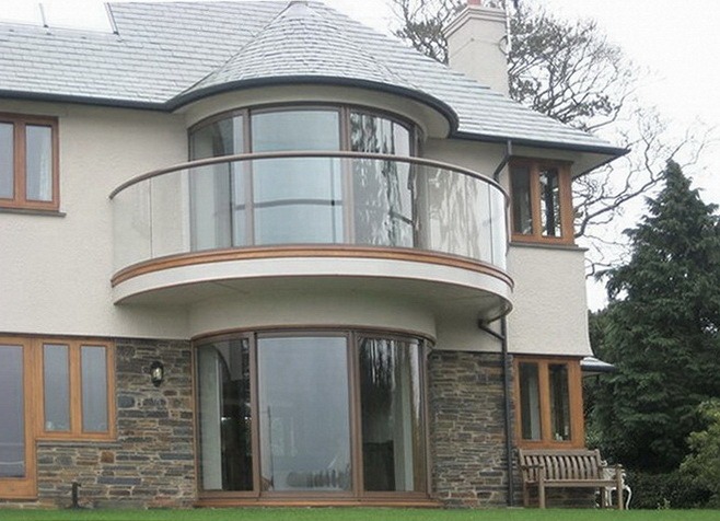 """Самонесущее стеклянное ограждение балкона из гнутого (радиусного) стекла - <span style=""""color: #ffff00;""""> Увеличить!</span>"""