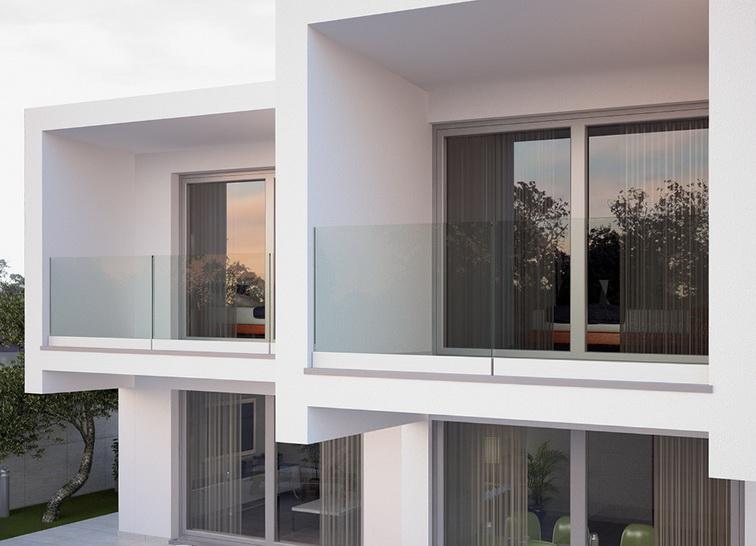 """Самонесущее стеклянное ограждение балкона без поручней - <span style=""""color: #ffff00;""""> Увеличить!</span>"""