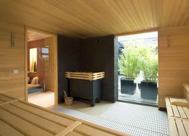 """Стеклянная дверь - современный подход к оформлению входа в парилку <span style=""""color: #ffff00;""""> Увеличить!</span>"""