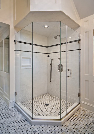 """Беспрофильная стеклянная душевая кабина со скошенным углом - стильный и функциональный элемент ванной комнаты - <span style=""""color: #ffff00;"""">Увеличить!</span>"""