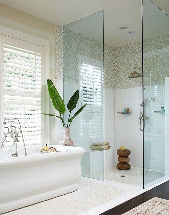 """Душевое ограждение из закаленного стекла – наилучшее дизайнерское решение для светлой и просторной ванной комнаты - <span style=""""color: #ffff00;"""">Увеличить!</span>"""