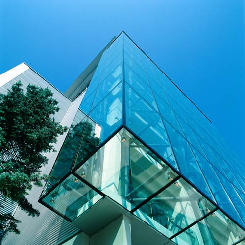"""Пример выносного """"спайдерного"""" фасада на металлических подконструкциях - <span style=""""color: #ffff00;"""">Увеличить!</span>"""