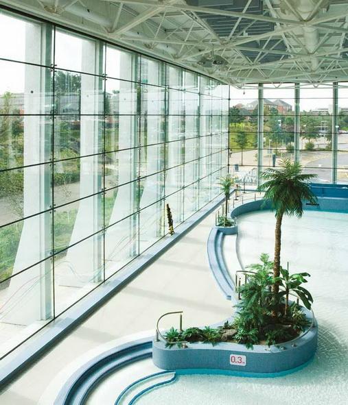 """Оригинальный пример установки крепежей планарного остекления наружу здания для предотвращения влияния агрессивной влажной среды, центр водного отдыха """"Swansea"""", Южный Уельс, Великобритания - <span style=""""color: #ffff00;"""">Увеличить!</span>"""