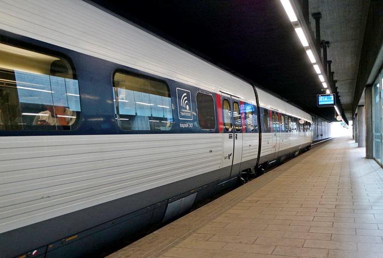 """Закаленное стекло используется для обеспечения безопасности пассажиров - <span style=""""color: #ffff00;""""> Увеличить!</span>"""