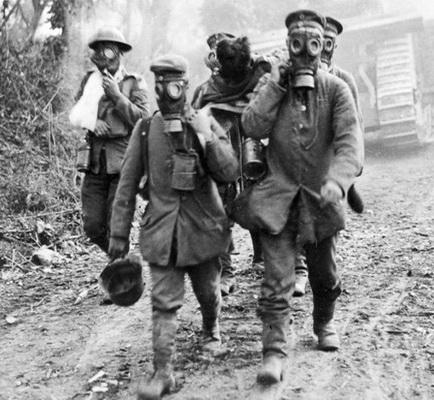 Первая мировая война 1916 год, окуляры противогазов начали изготавливать из ламинированного стекла.