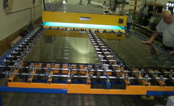 Изготовление стекла триплекс путем жидкостного ламинирования
